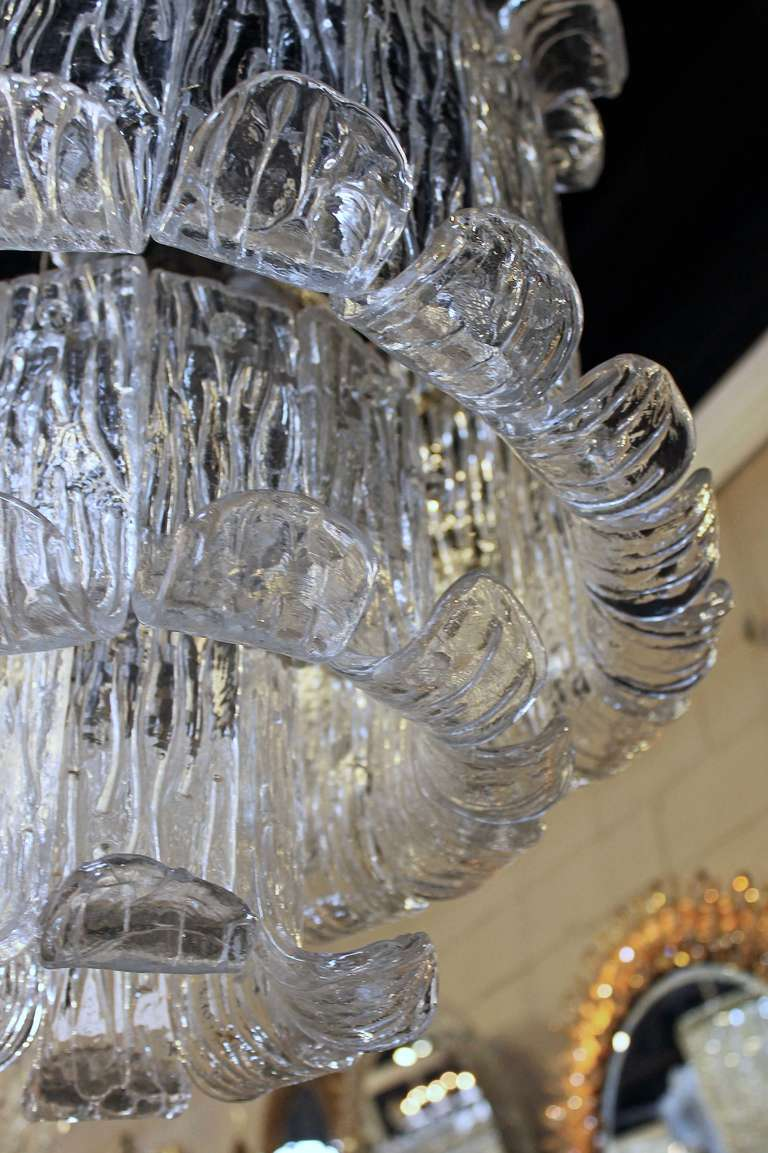 Late 20th Century Murano Mazzega Clear Textered Glass Chandelier For Sale