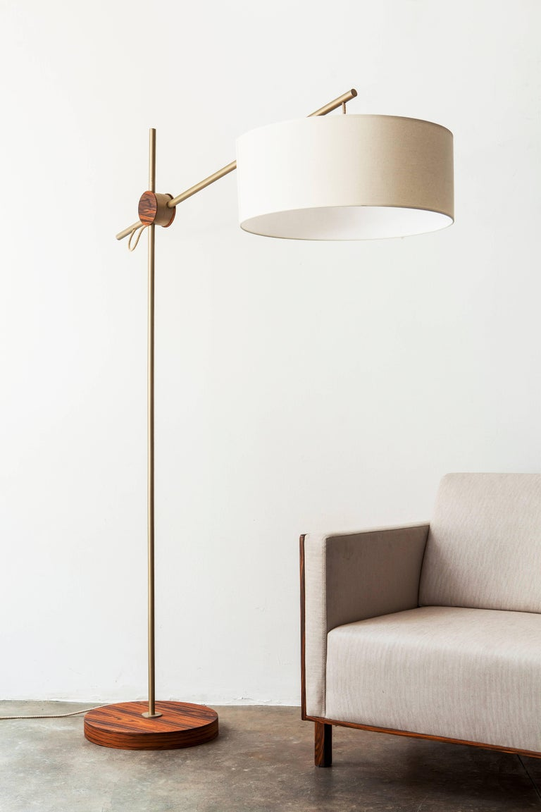 This Floor Lamp in Painted Steel and Pau Ferro Hardwood is in the minimalist style. For the 'Rotula