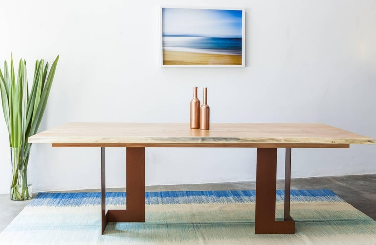 This dining table, made of solid wood in a minimalist style, was Inspired by modernist architectural projects and the grace of its structures, which Alessandra Delgado used to design the dining table 'Planos'. Its base is made of cropped steel