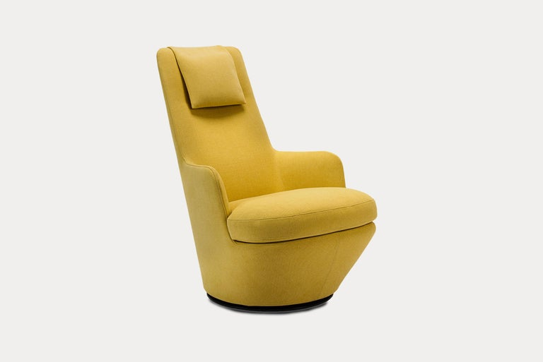 Hi Turn is a high-back swivel lounge chair with a discrete circular metal base that rotates smoothly through 360º. The combination of an internal steel frame, injection molded cold foam and a soft down seat make for an inviting and comfortable chair