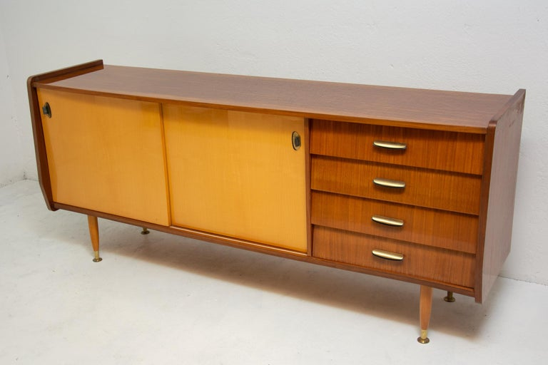 Italian Midcentury Mahogany Sideboard from the 1960s In Good Condition For Sale In Prague 8, CZ