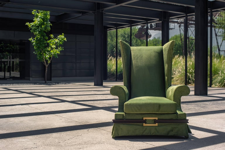 Under the premise of the Block brothers to design personalized pieces we present this majestic Lounge Chair that only this pair of brothers could create. exquisite curves in the arms that interlace the linearity of its backrest, the small solid