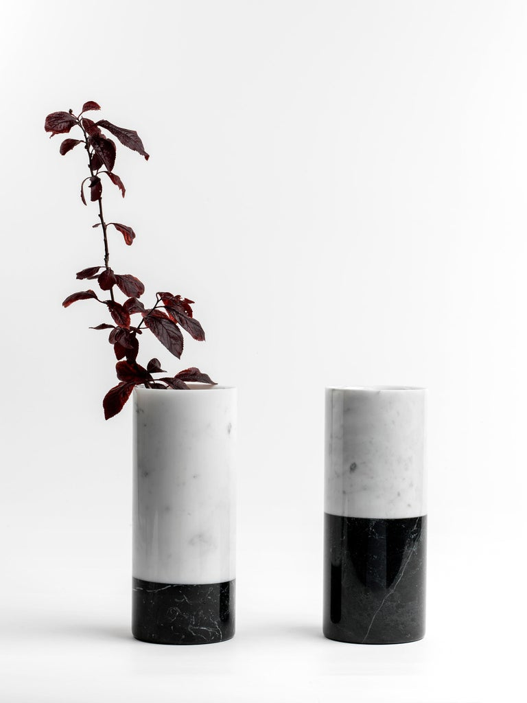 Cylindrical White Carrara Marble Vase with Black Band Made in Italy In New Condition For Sale In Carrara, IT