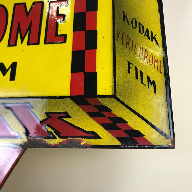 1940s Vintage Double-Sided Triangular French Metal Enamel Kodaks Sign For Sale 6