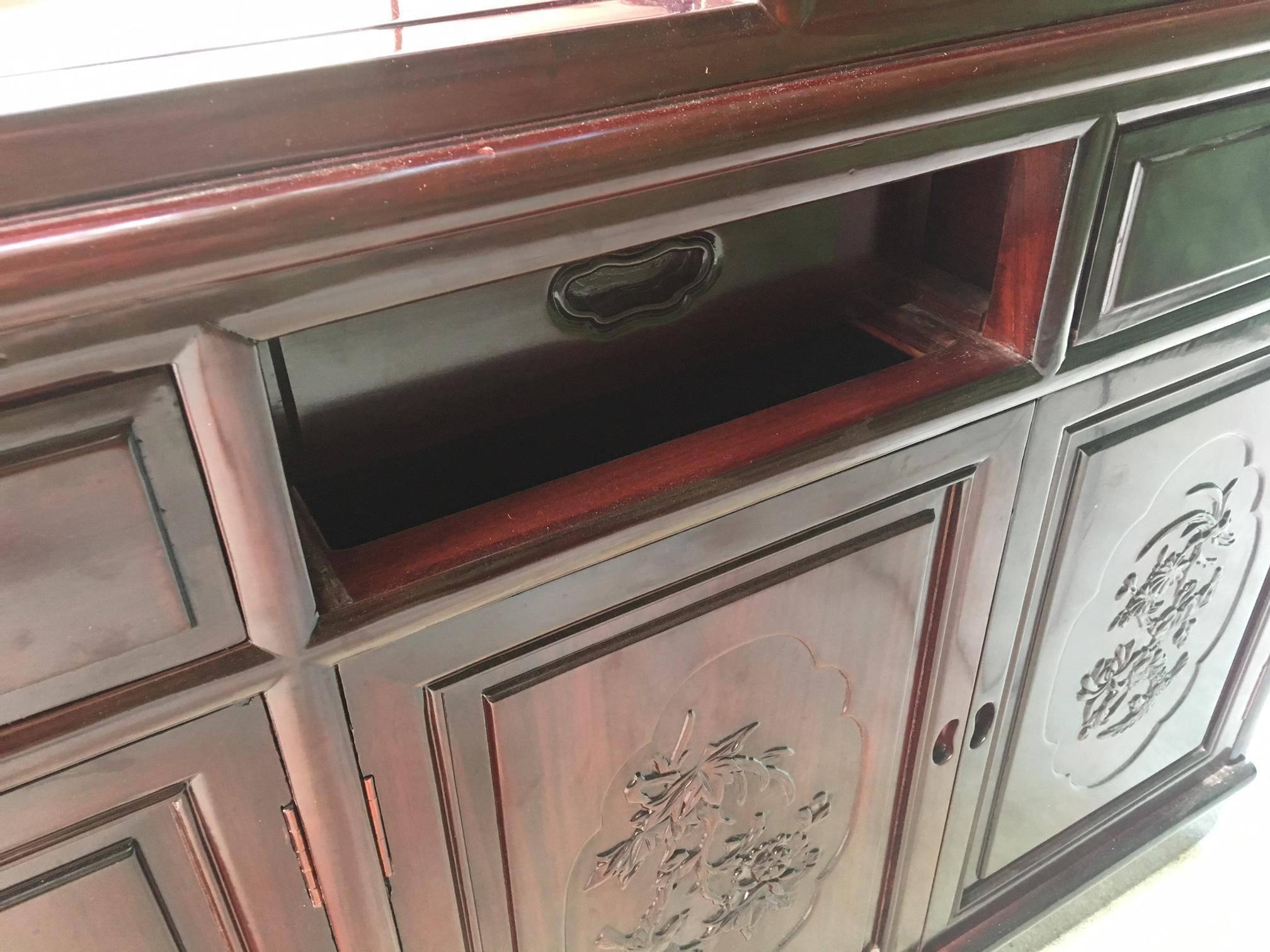 Asian Chinoiserie Two Sided Redwood China Cabinet In Excellent Condition  For Sale In Jacksonville,