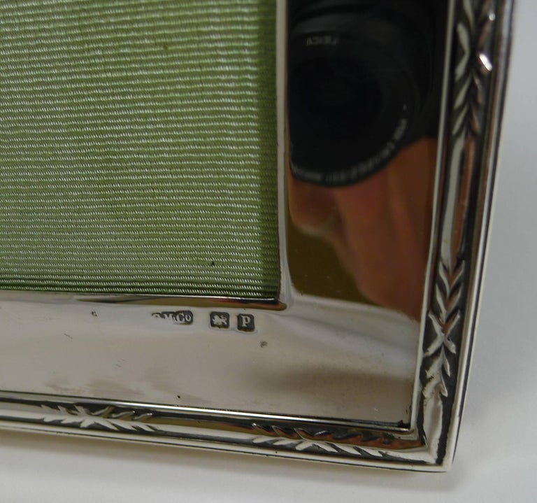 Smart Antique English Sterling Silver Photograph Frame In Excellent Condition For Sale In London, GB