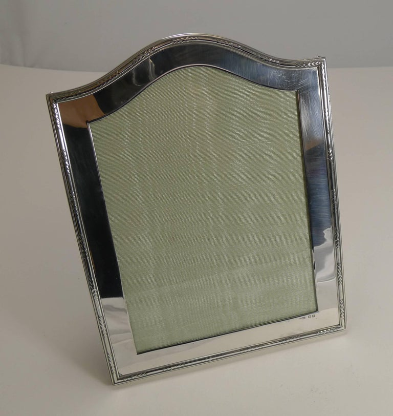 Smart Antique English Sterling Silver Photograph Frame For Sale 1