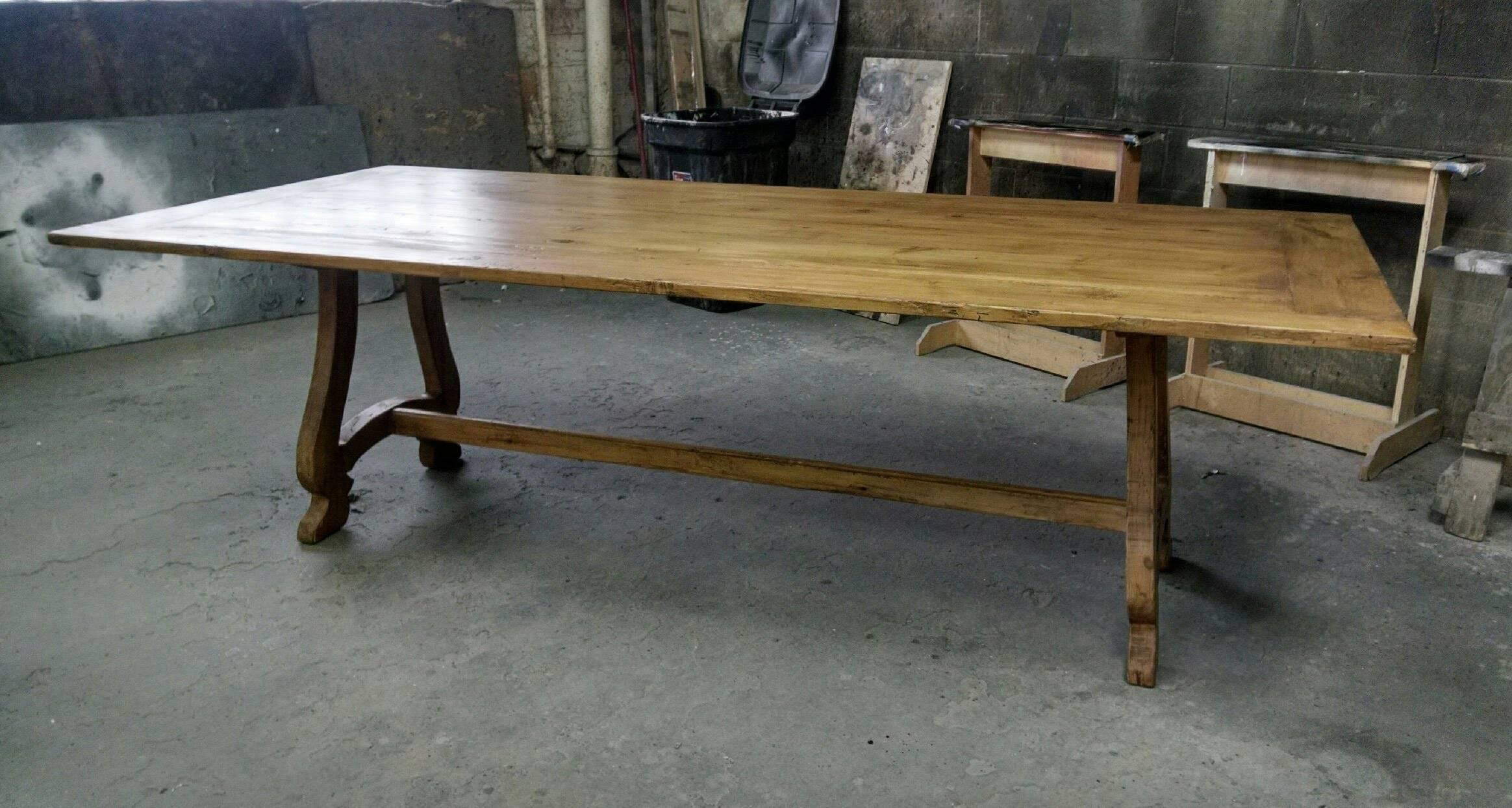 Exceptionnel American French Dining Table In Antique Pine For Sale