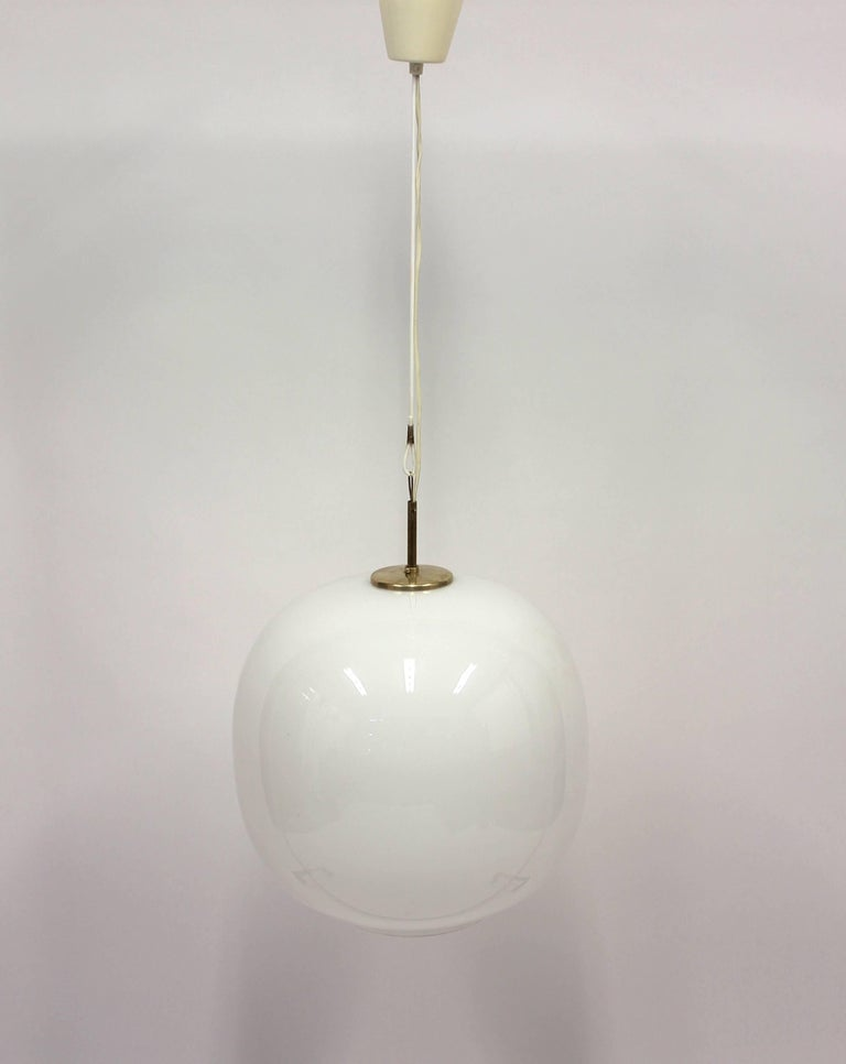 The Radiohus pendant was designed by Danish architect Vilhelm Lauritzen for the Danish National Radio headquarters in Copenhagen in the 1940s and was produced by famous manufacturer Louis Poulsen. Lauritzen was the architect for the whole building.