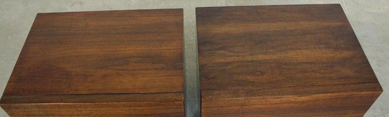 20th Century Pair of Mid-Century Danish Modern American of Martinsville Walnut Nightstands For Sale