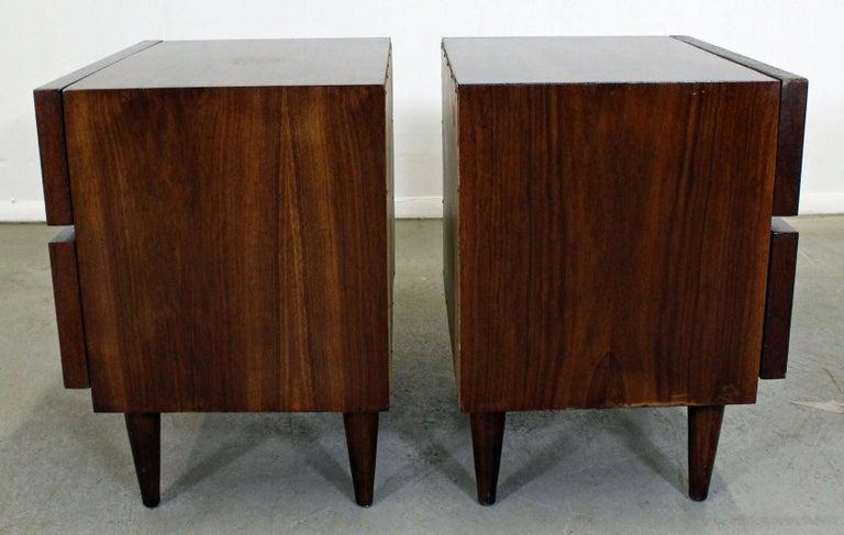 Pair of Mid-Century Danish Modern American of Martinsville Walnut Nightstands For Sale 1