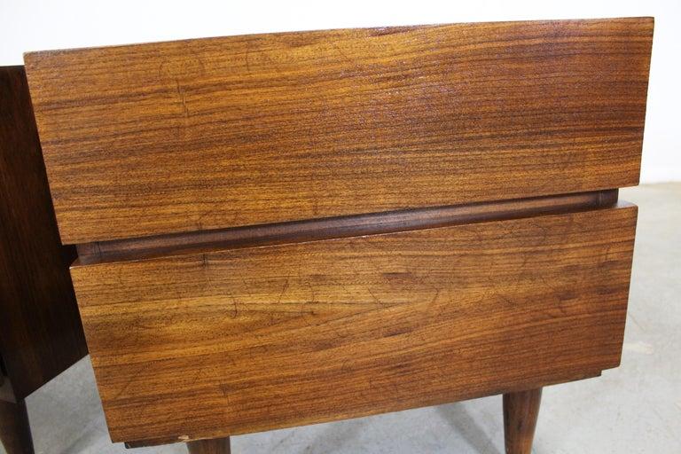 Pair of Mid-Century Danish Modern American of Martinsville Walnut Nightstands For Sale 2