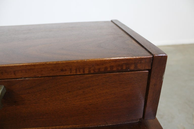 Mid-Century Modern Merton Gershun American of Martinsville Walnut End Table For Sale 2