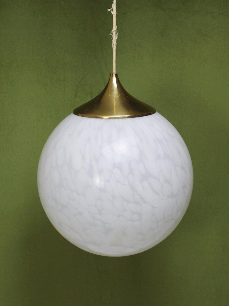 Italian Globe Chandelier in White Mottled Murano Hand Blown Glass, Italy, 1970 For Sale