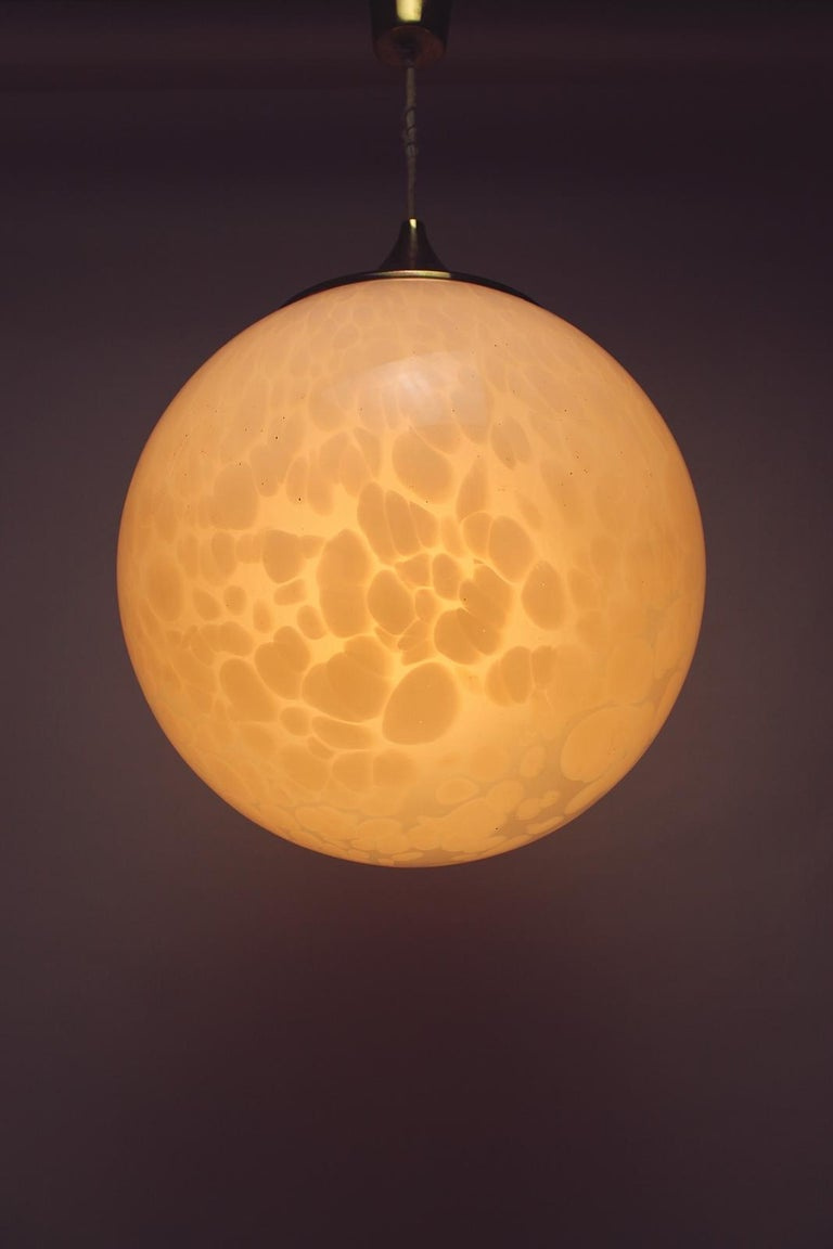 Space Age Globe Chandelier in White Mottled Murano Hand Blown Glass, Italy, 1970 For Sale