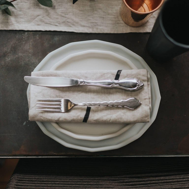 Three-Piece Place Setting for Eight Matte Grey Dinnerware Setting Modern In New Condition For Sale In Asheville, NC