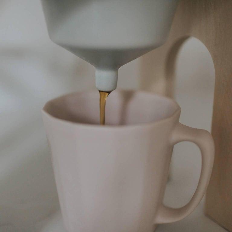 Savant Pour over Set, Matte Pink Coffee Set, Modern Contemporary Porcelain For Sale 4