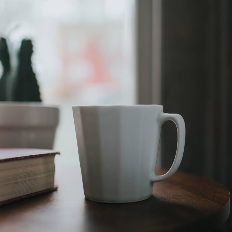 American Monday Mug Crystal Honey Set of Four Coffee Mug Contemporary Glazed Porcelain For Sale