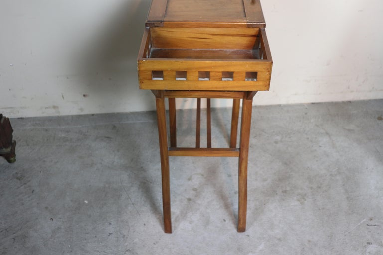 20th Century Italian Art Nouveau Sewing Table or Side Table For Sale 2