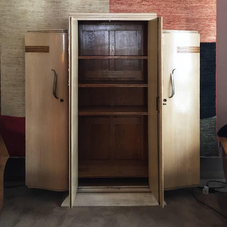 Französische Art Deco Möbel in Eichenholz, 1930er Jahre im Angebot ...