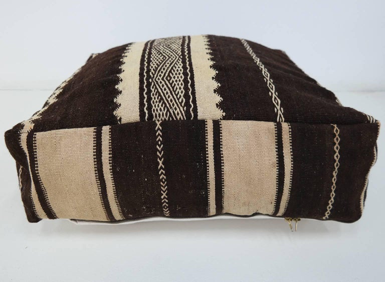 Moroccan Kilim Pouf  Vintage Ottoman  Wool Morocco Floor Cushion In Excellent Condition For Sale In Zaandam, NL