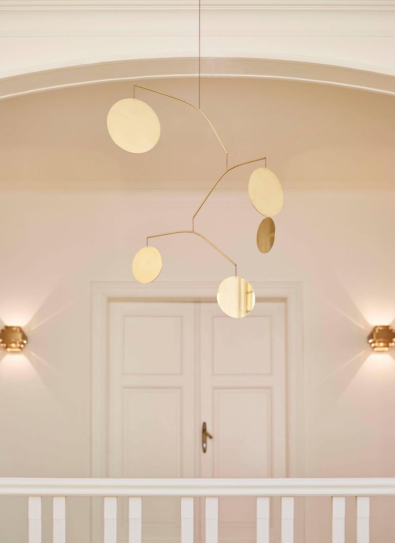 Céleste is a large-scale earring and a carefully balanced construction made of brass. Thanks to movements in the air and a continuously changing design, Céleste brings visual interest to a space.  The inspiration for this work came both from my