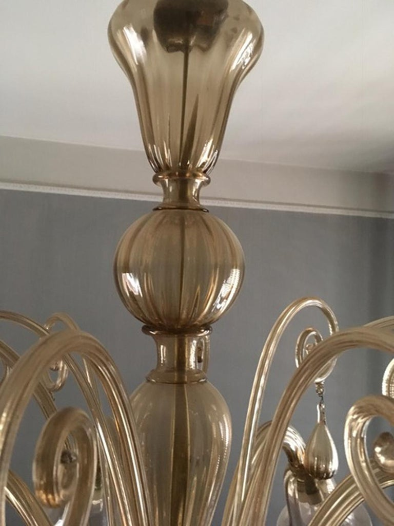 Murano Blown Glass Chandelier Light Gold Color Eight Lights Neoclassic, 1960s For Sale 2