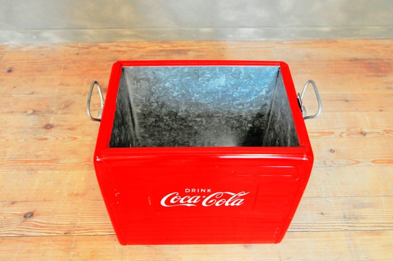 Original Coca Cola Bottle Cooler, 1955 In Good Condition For Sale In cham, CH