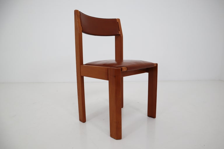 Mid-Century Modern Set of Four Elm Wood and Leather Dining Chairs in the Style of Pierre Chapo For Sale