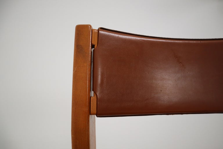 20th Century Set of Four Elm Wood and Leather Dining Chairs in the Style of Pierre Chapo For Sale