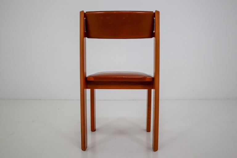Set of Four Elm Wood and Leather Dining Chairs in the Style of Pierre Chapo For Sale 2