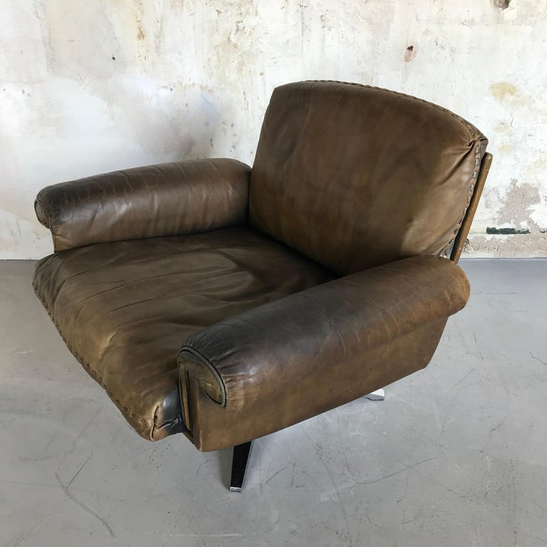 Swiss Midcentury Patinated Swivel Lounge Chair DS 31 by De Sede, 1970s For Sale