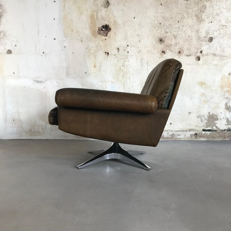 Midcentury Patinated Swivel Lounge Chair DS 31 by De Sede, 1970s For Sale 1