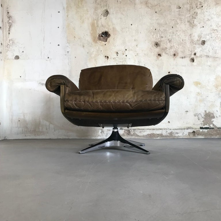 Midcentury Patinated Swivel Lounge Chair DS 31 by De Sede, 1970s For Sale 2