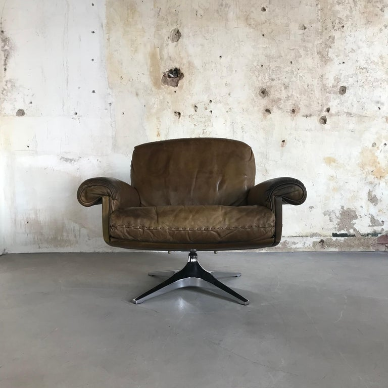 Midcentury Patinated Swivel Lounge Chair DS 31 by De Sede, 1970s For Sale 3