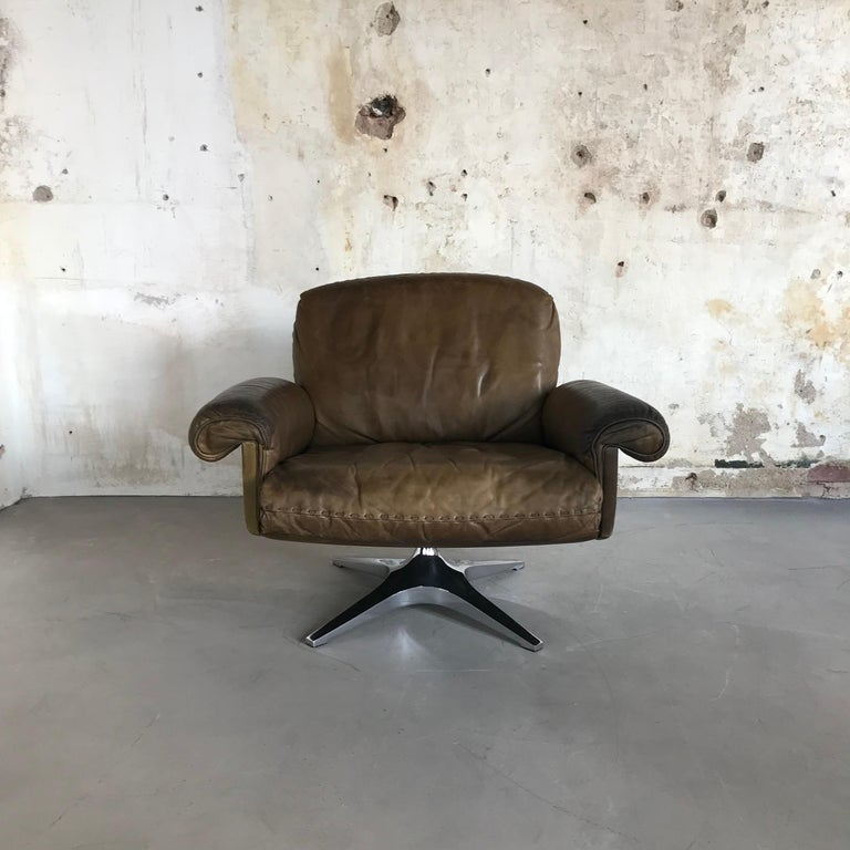 Midcentury Patinated Swivel Lounge Chair DS 31 by De Sede, 1970s For Sale 4