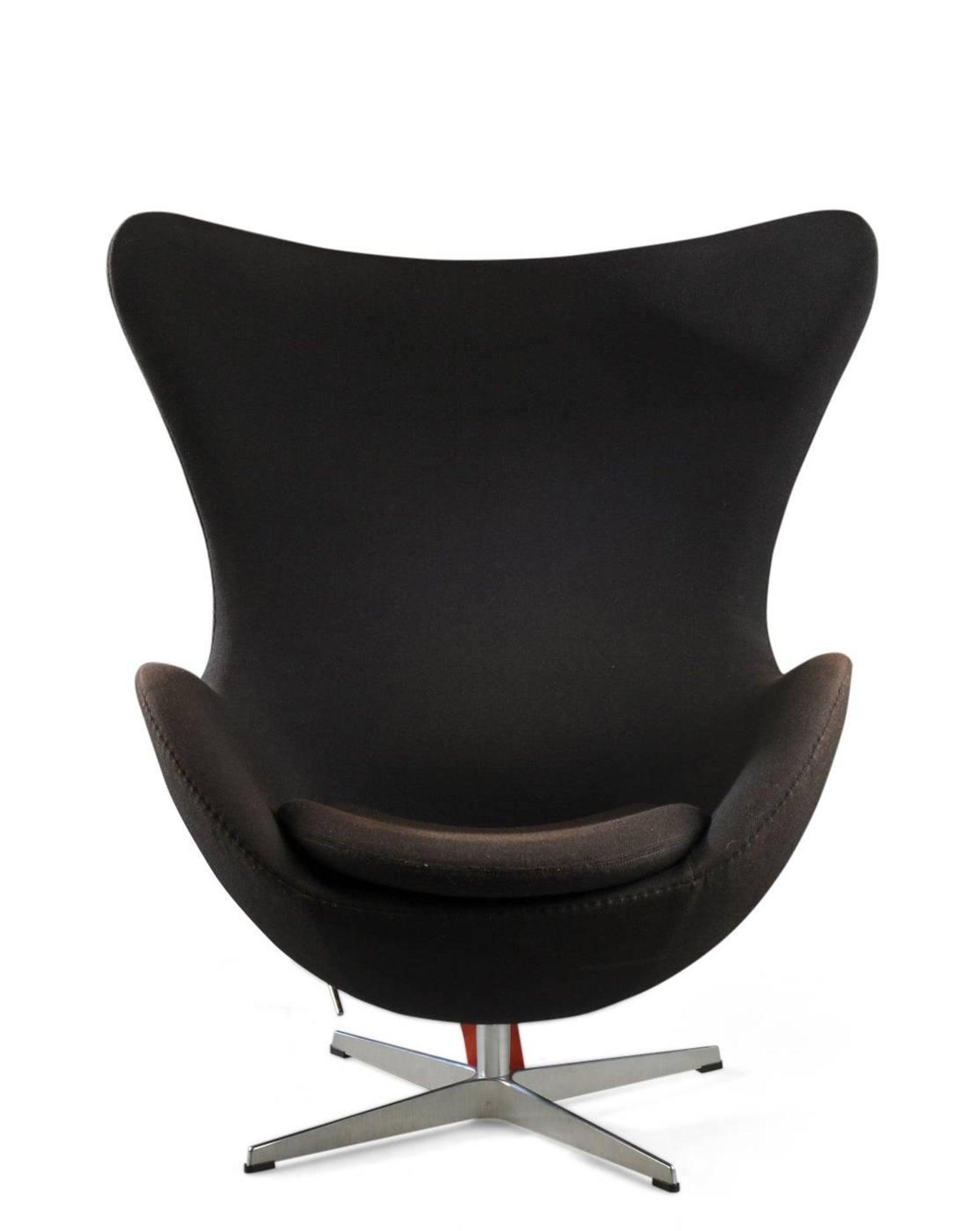 arne jacobsen black egg armchair for sale at 1stdibs - Fauteuil Egg Jacobsen