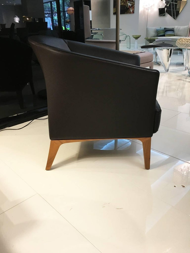 Swiss DS-292 Brown Leather Lounge Chair with Walnut Frame by De Sede For Sale