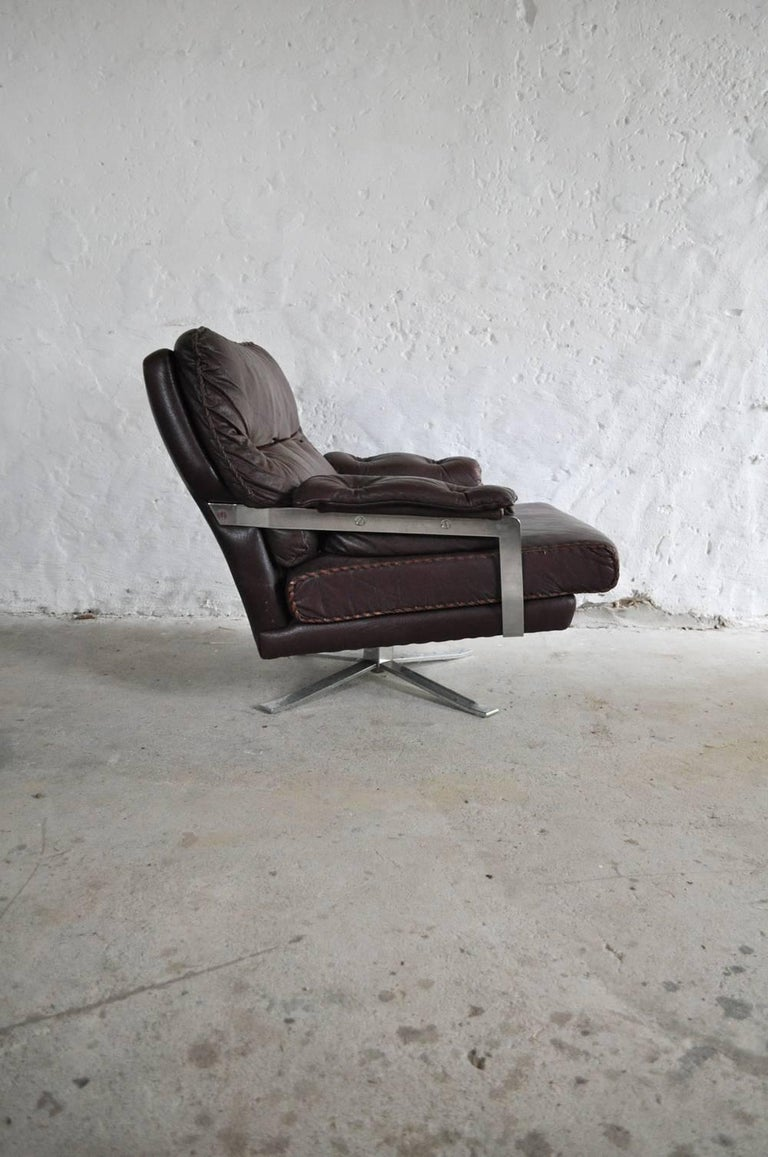Reddish Brown Leather and Chrome Lounge Chair and Stool by Arne Norell In Good Condition For Sale In Vordingborg, DK
