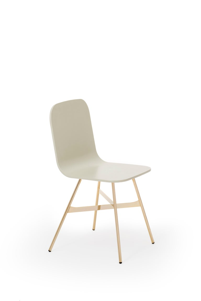 Tria Chair, Oakwood Shell, Black Metal Legs, Solid Minimalist Design Icon For Sale 13