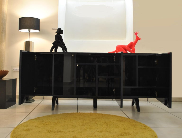 'Madrid' Mother of Pearl Sideboard Table with Grey Mirror Finish Doors In New Condition For Sale In Madrid, ES