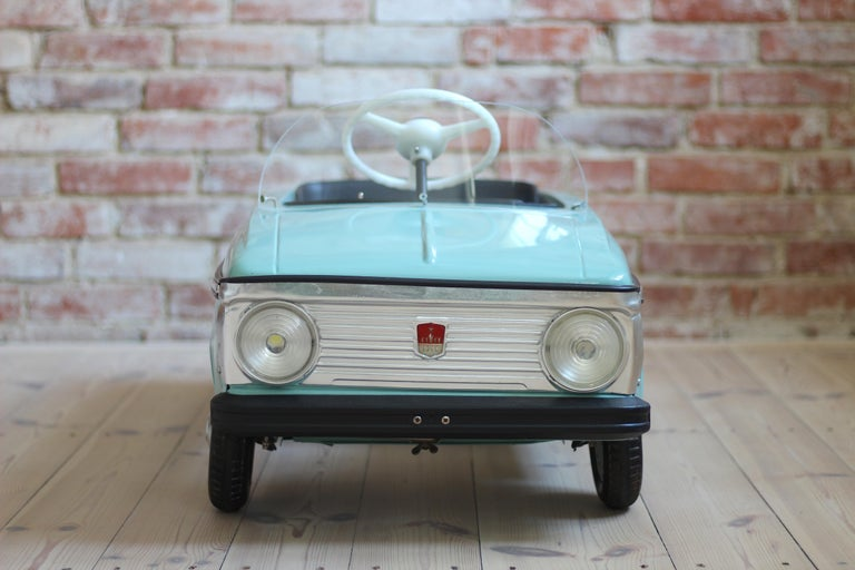 Azak Moskvich Toy Pedal Car in Blue, 1976 In Good Condition For Sale In Wrocław, Poland