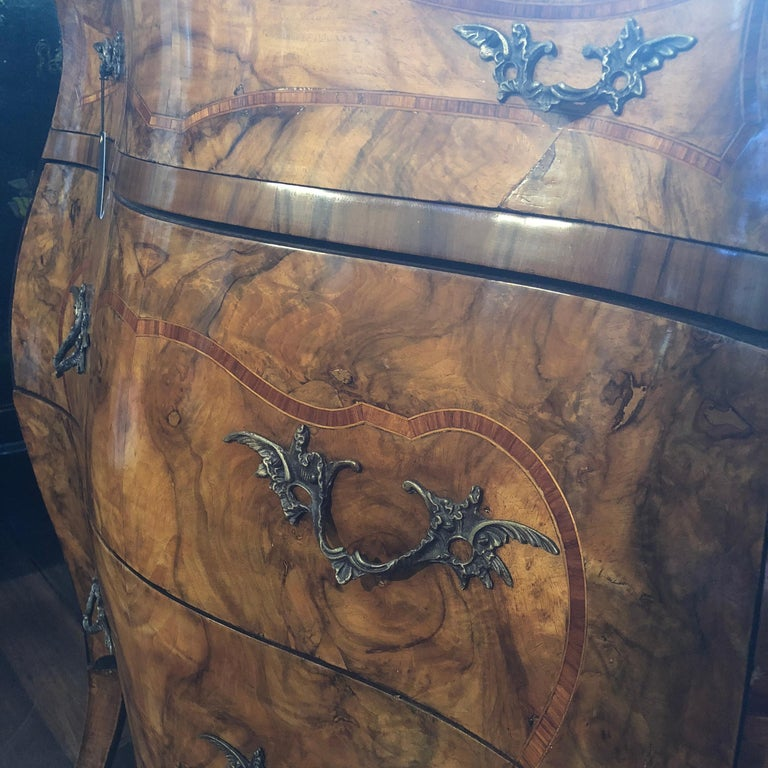 19th Century, Louis XV French Burl Walnut Bombe Commode In Good Condition For Sale In Perth , AU