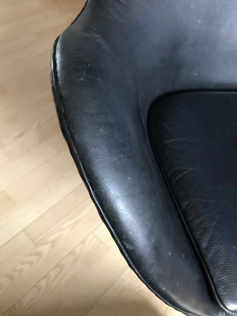 Very Early 1958 - 1960 Arne Jacobsen 3316 Egg Chair in Black Leather In Good Condition For Sale In Søborg, DK