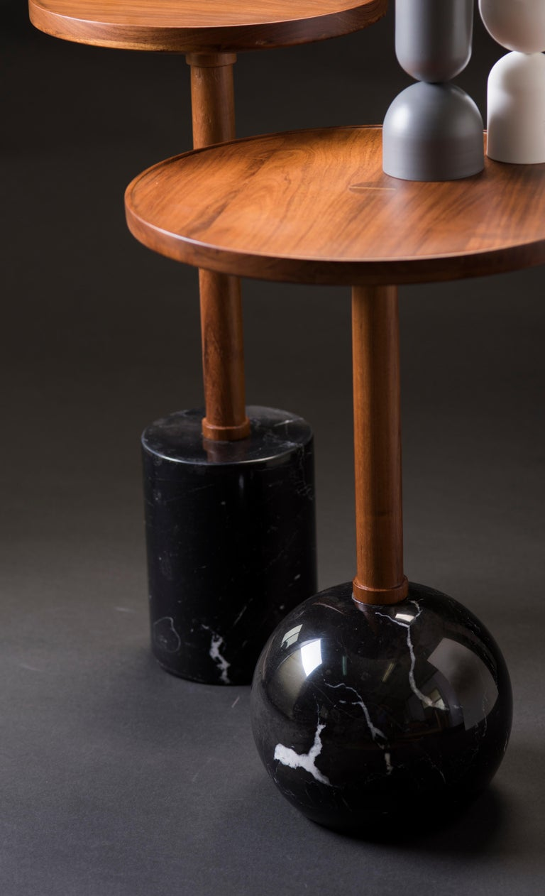 Honoring the process of craftsmanship, geometry makes poetry in the Mesa Monterrey. The table is turned by hand; the base is made of a marble sphere, the top is made of solid tzalam wood. With strength, resistance, and honesty in the raw materials