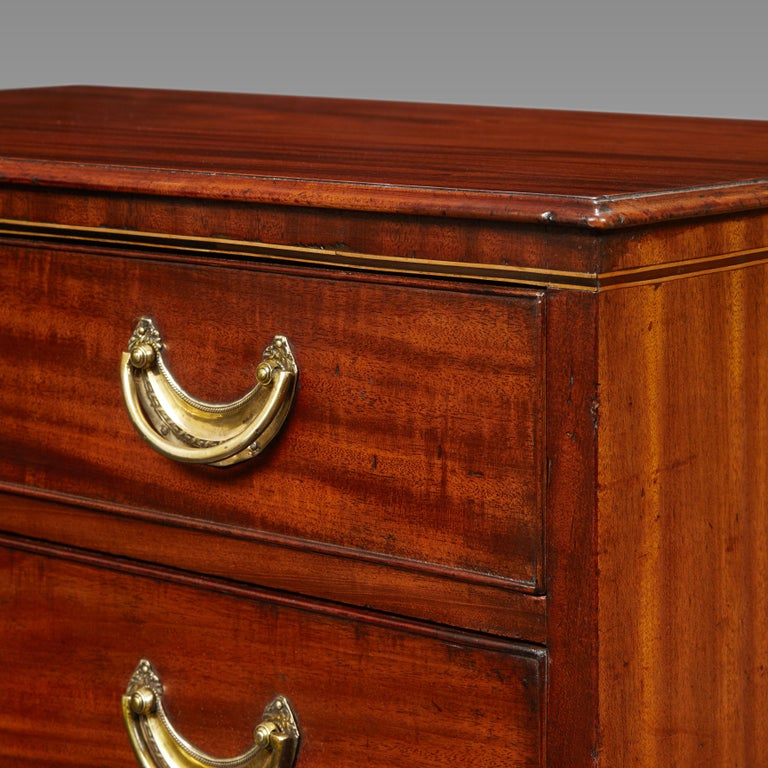 English Late 18th Century Mahogany Hepplewhite Period Chest of Drawers For Sale