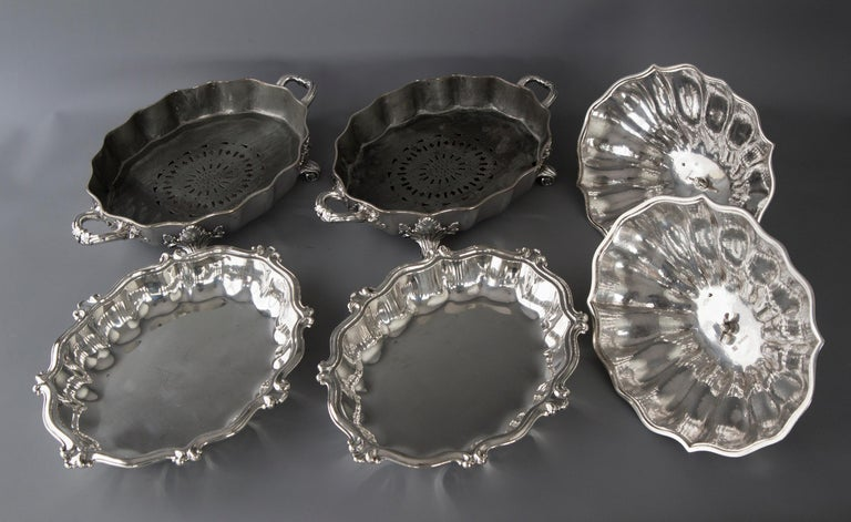 British Pair of Victorian Silver Vegetable Tureens with Warming Bases, London, 1845 For Sale