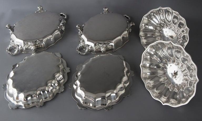 Pair of Victorian Silver Vegetable Tureens with Warming Bases, London, 1845 In Excellent Condition For Sale In Cornwall, GB