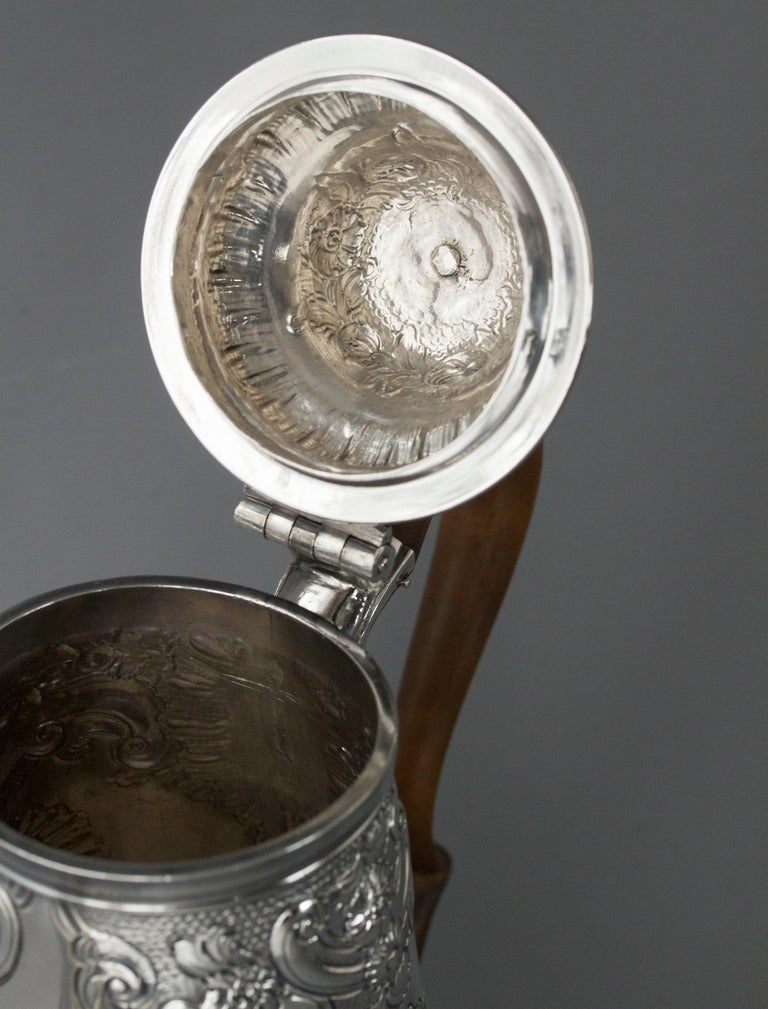 Impressive George II Silver Coffee Pot, London 1751 In Good Condition For Sale In Cornwall, GB