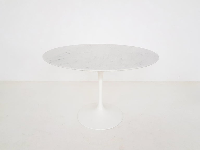 Original vintage marble Eero Saarinen tulip dining table for Knoll International, 1970s.  This is an authentic and fully original dining table from Eero Saarinen for Knoll International. It has the beautiful marble top with polyester coating and